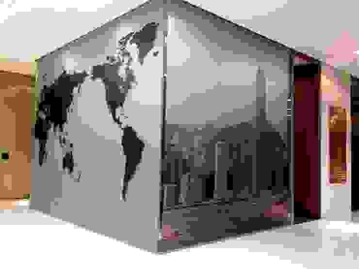 Asia Centric world map and skyline glass mural de Vinyl Impression Moderno