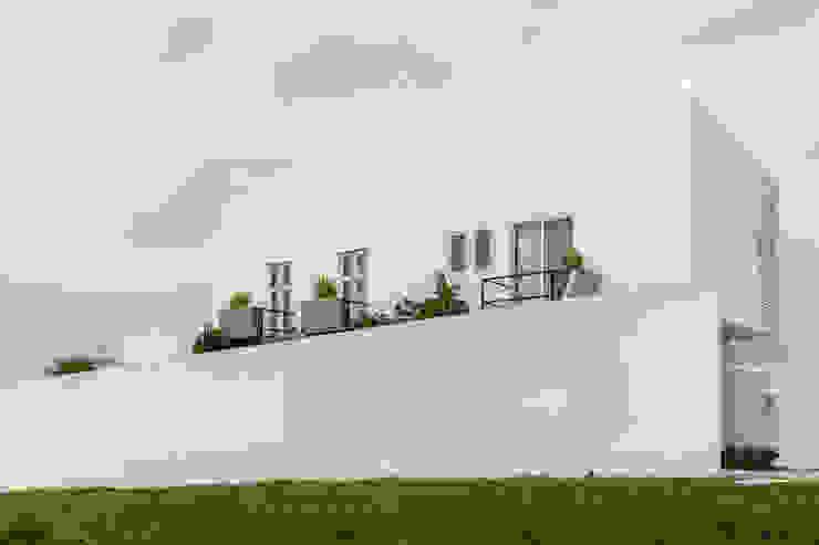 Vista lateral de Ten House Casas minimalistas de Taller ADC Architecture Office Minimalista