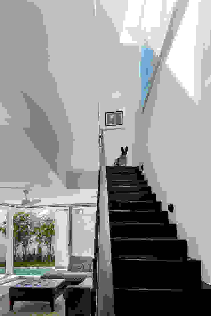escaleras Pasillos, vestíbulos y escaleras minimalistas de Taller ADC Architecture Office Minimalista