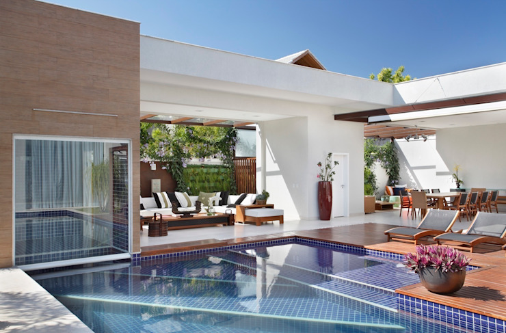 Modern pool by ANGELA MEZA ARQUITETURA & INTERIORES Modern