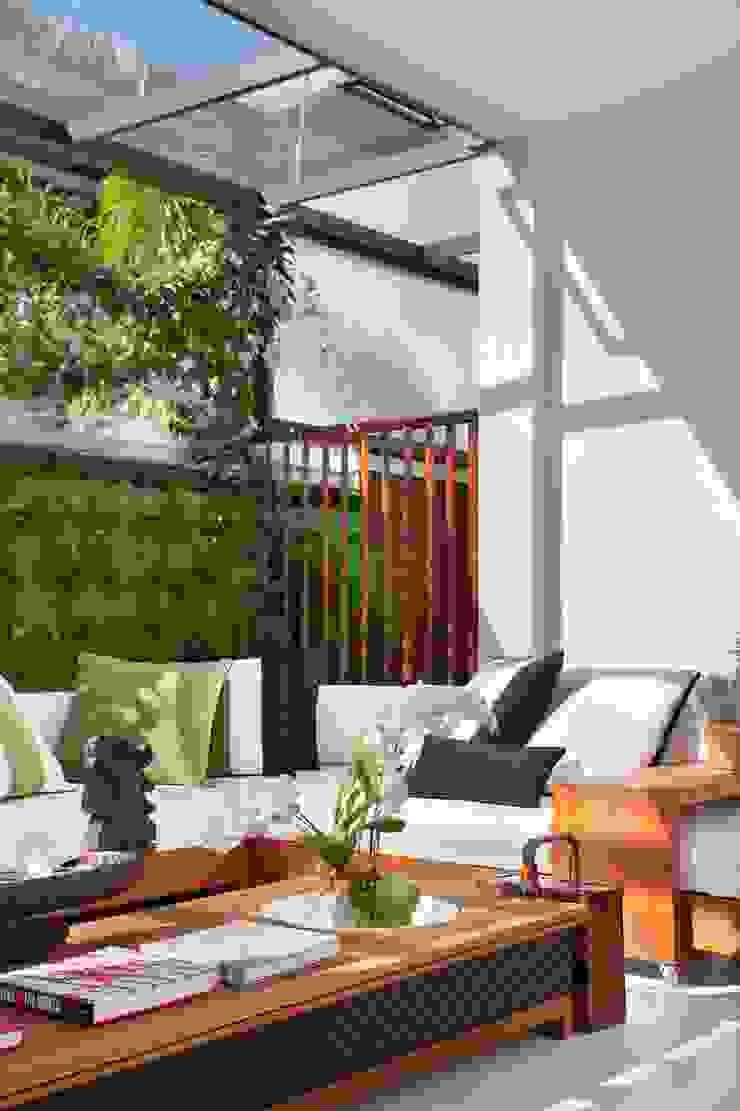 ANGELA MEZA ARQUITETURA & INTERIORES Balcon, Veranda & TerrasseMobilier