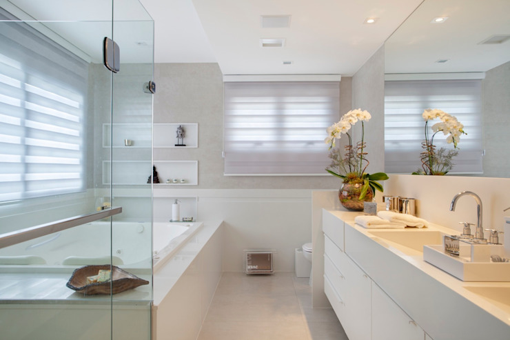Bathroom by ANGELA MEZA ARQUITETURA & INTERIORES,