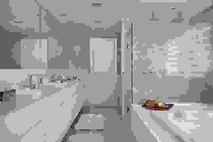 ANGELA MEZA ARQUITETURA & INTERIORES Salle de bainDécorations