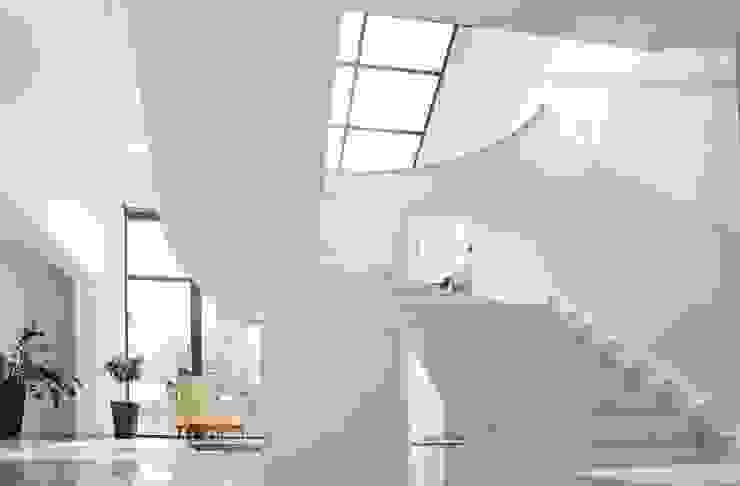 Schody z marmuru Galala - GRANMAR Sp. z o. o. Klasyczny korytarz, przedpokój i schody od GRANMAR Borowa Góra - granit, marmur, konglomerat kwarcowy Klasyczny