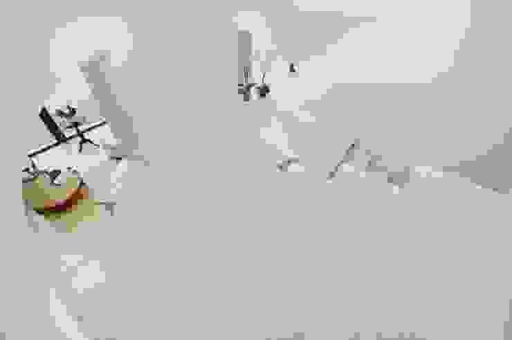 Schody zabiegowe z marmuru Galala - GRANMAR Sp. z o. o. Borowa Góra Klasyczny korytarz, przedpokój i schody od GRANMAR Borowa Góra - granit, marmur, konglomerat kwarcowy Klasyczny