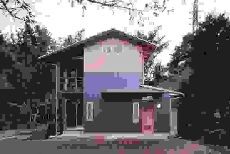 H2O設計室 ( H2O Architectural design office ) Casas de estilo rústico