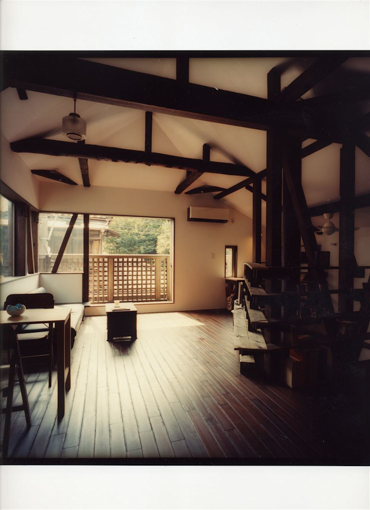 Rustic style living room by 安井正/クラフトサイエンス Rustic