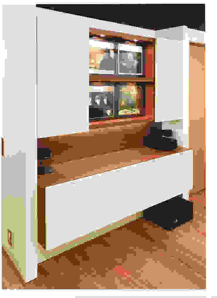 家具としてのキッチン: STUDIO AZZURROが手掛けたスカンジナビアです。,北欧