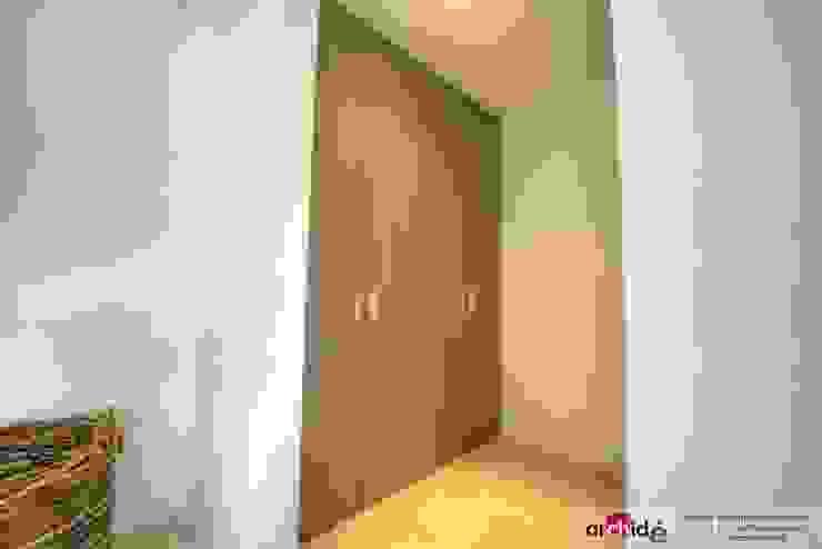 Couloir, entrée, escaliers minimalistes par Archidé SA interior design Minimaliste