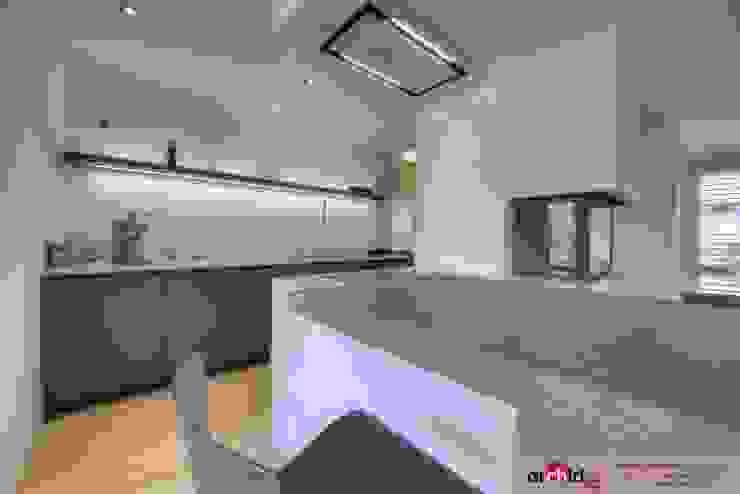Ristrutturazione appartamento di vacanza Cucina moderna di Archidé SA interior design Moderno