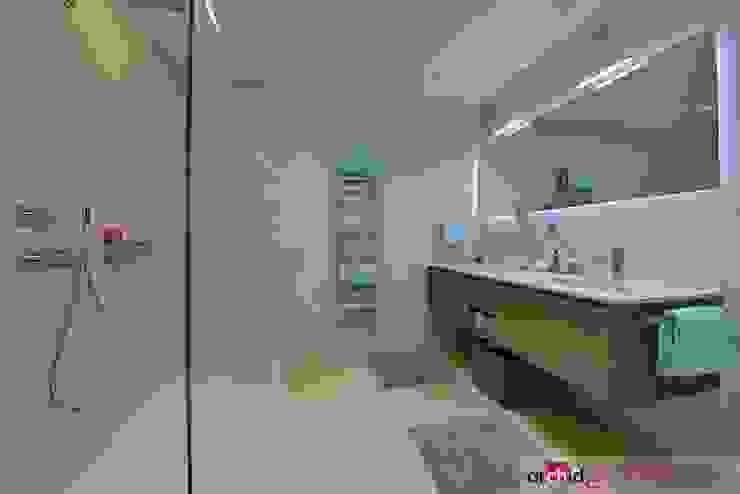 Salle de bain minimaliste par Archidé SA interior design Minimaliste