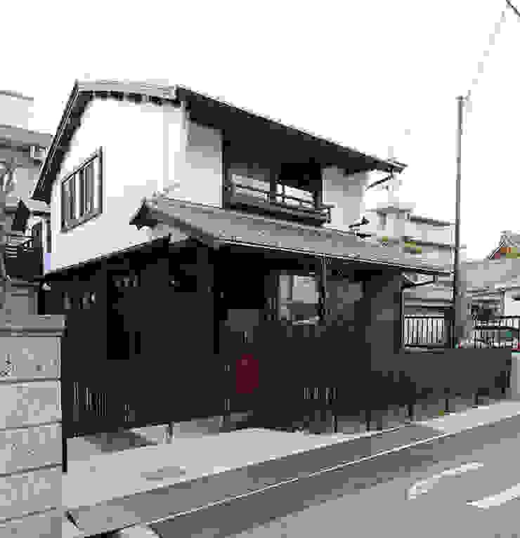 伝統的な街並みをレスペクトした外観 日本家屋・アジアの家 の 安井正/クラフトサイエンス 和風