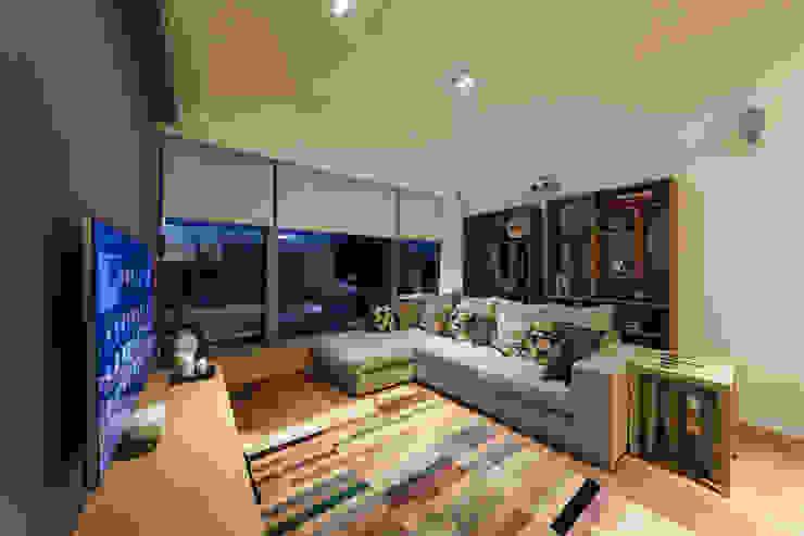 BI's RESIDENCE Minimalist living room by arctitudesign Minimalist