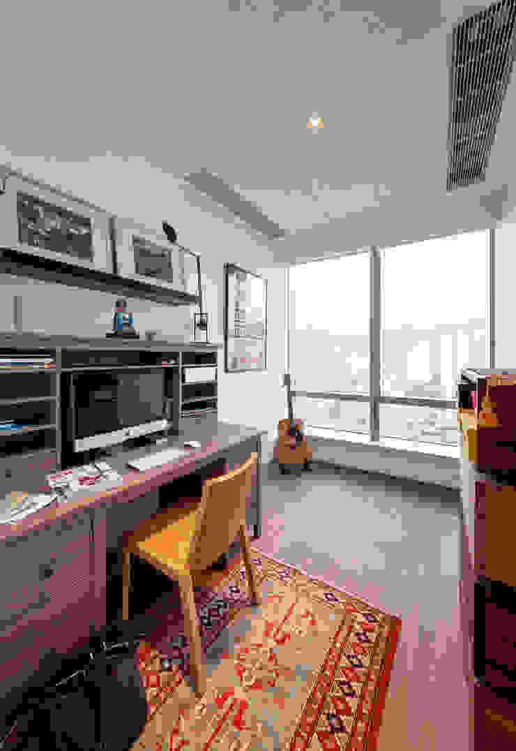 arctitudesign Minimalist study/office