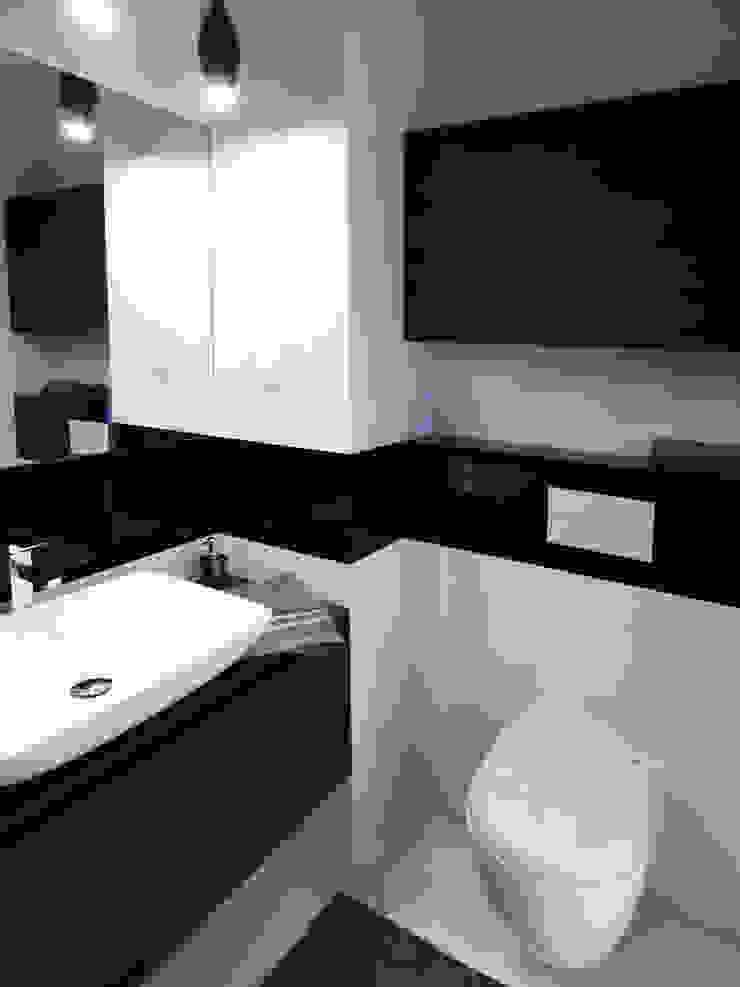 Realizacja projektu mieszkania 35m2-przed i po Nowoczesna łazienka od Interiori Pracownia Architektury Wnętrz Nowoczesny