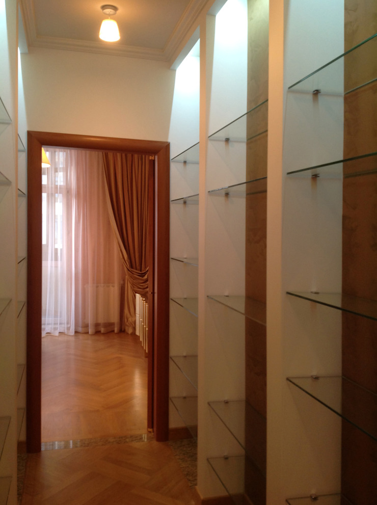 Pasillos, vestíbulos y escaleras de estilo moderno de Бюро Акимова и Топорова Moderno