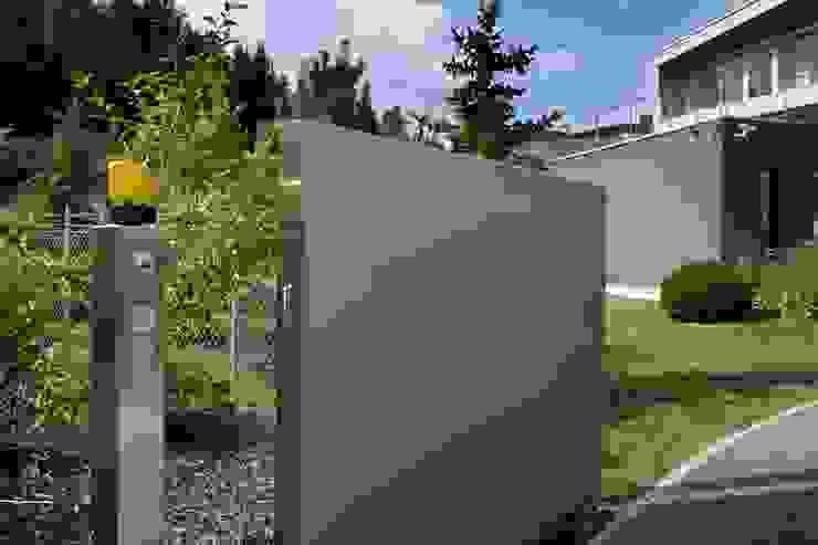 Сад в стиле модерн от Gira, Giersiepen GmbH & Co. KG Модерн