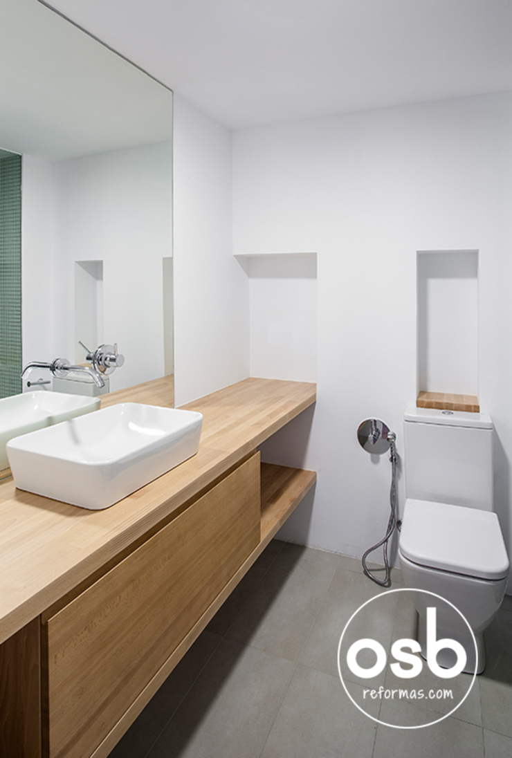 hugo y eva Baños de estilo minimalista de osb arquitectos Minimalista