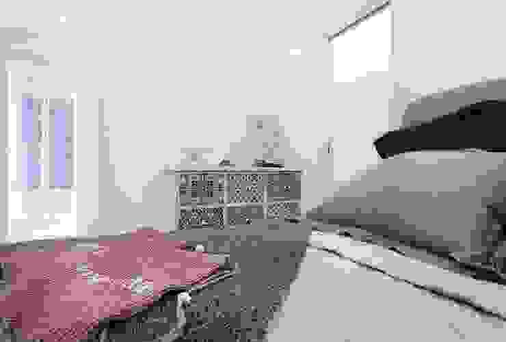 Camera Camera da letto minimalista di Filippo Fassio Architetto Minimalista
