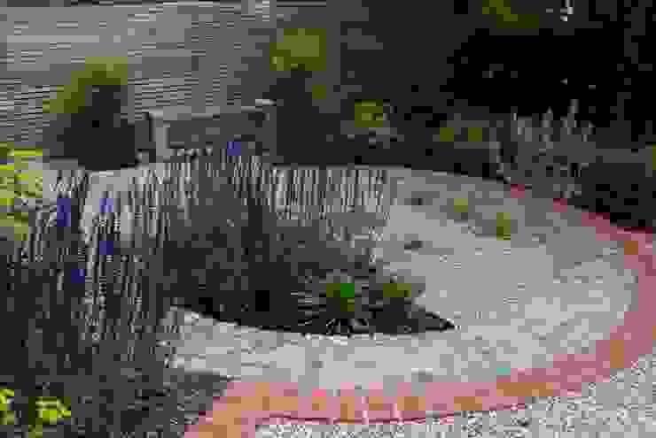 West London Contemporary Front Garden Сад в стиле модерн от Christine Wilkie Garden Design Модерн