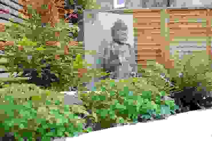 Small Urban Garden Jardines modernos: Ideas, imágenes y decoración de Christine Wilkie Garden Design Moderno