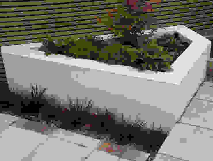Small Urban Garden Jardines de estilo moderno de Christine Wilkie Garden Design Moderno