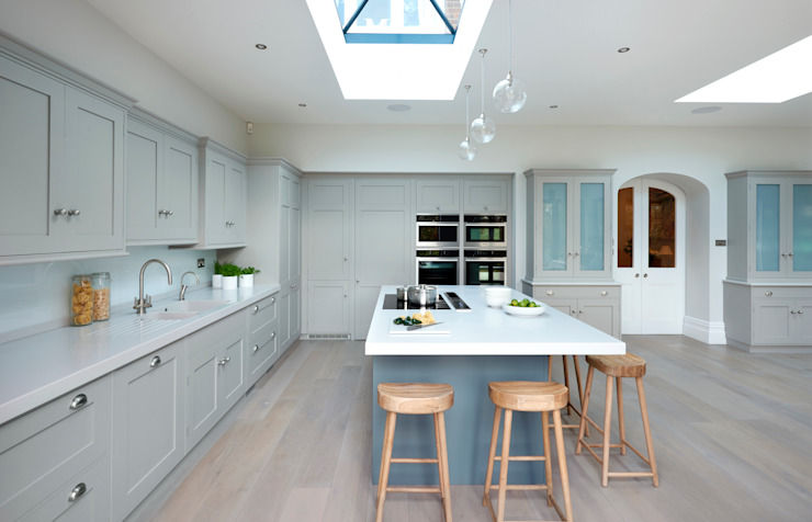 Modern meets Edwardian. Classic style kitchen by homify Classic