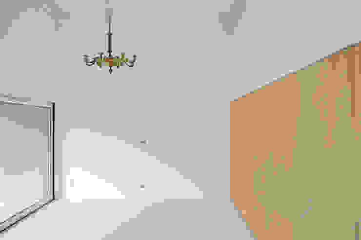 Dom w Lublińcu 2 Nowoczesny salon od Dyrda Fikus Architekci Nowoczesny