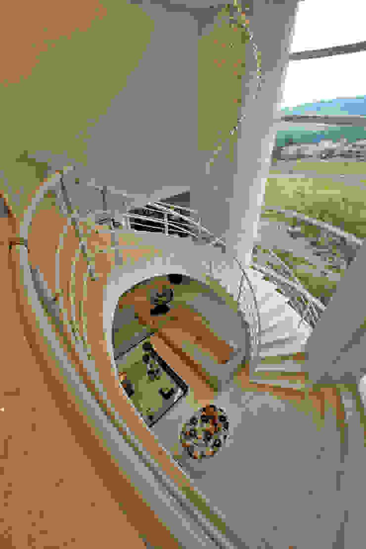 Casa Tamboré Corredores, halls e escadas modernos por Arquiteto Aquiles Nícolas Kílaris Moderno