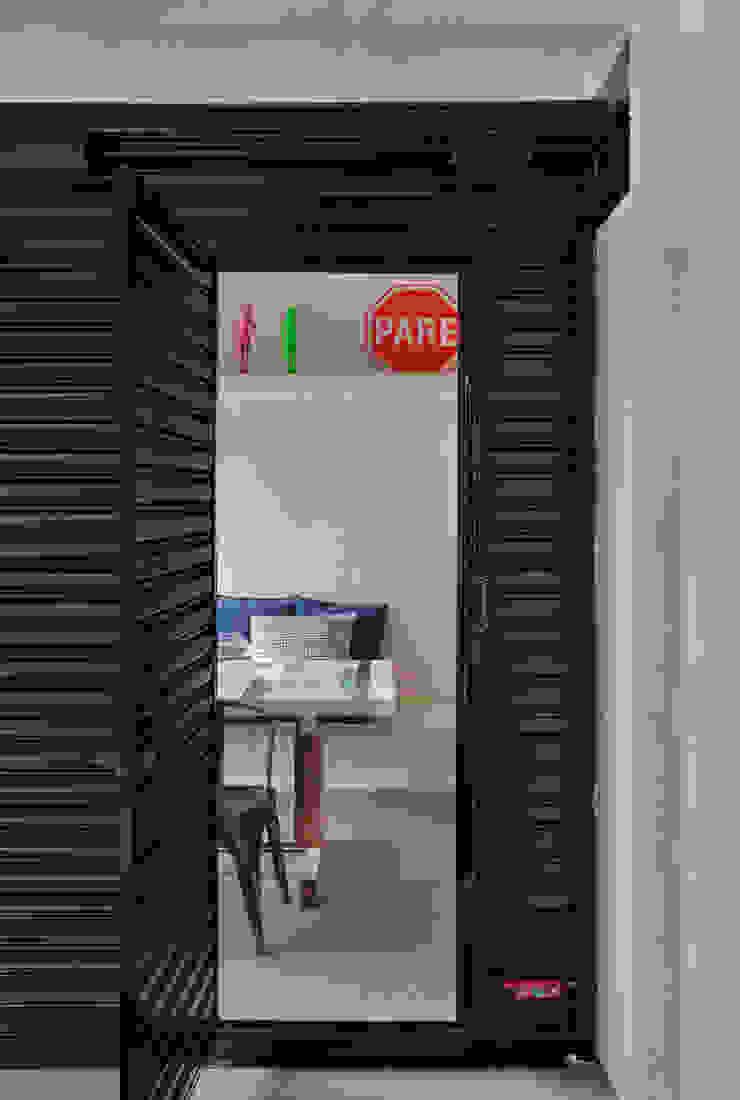 Industriale Fenster & Türen von Studio ro+ca Industrial