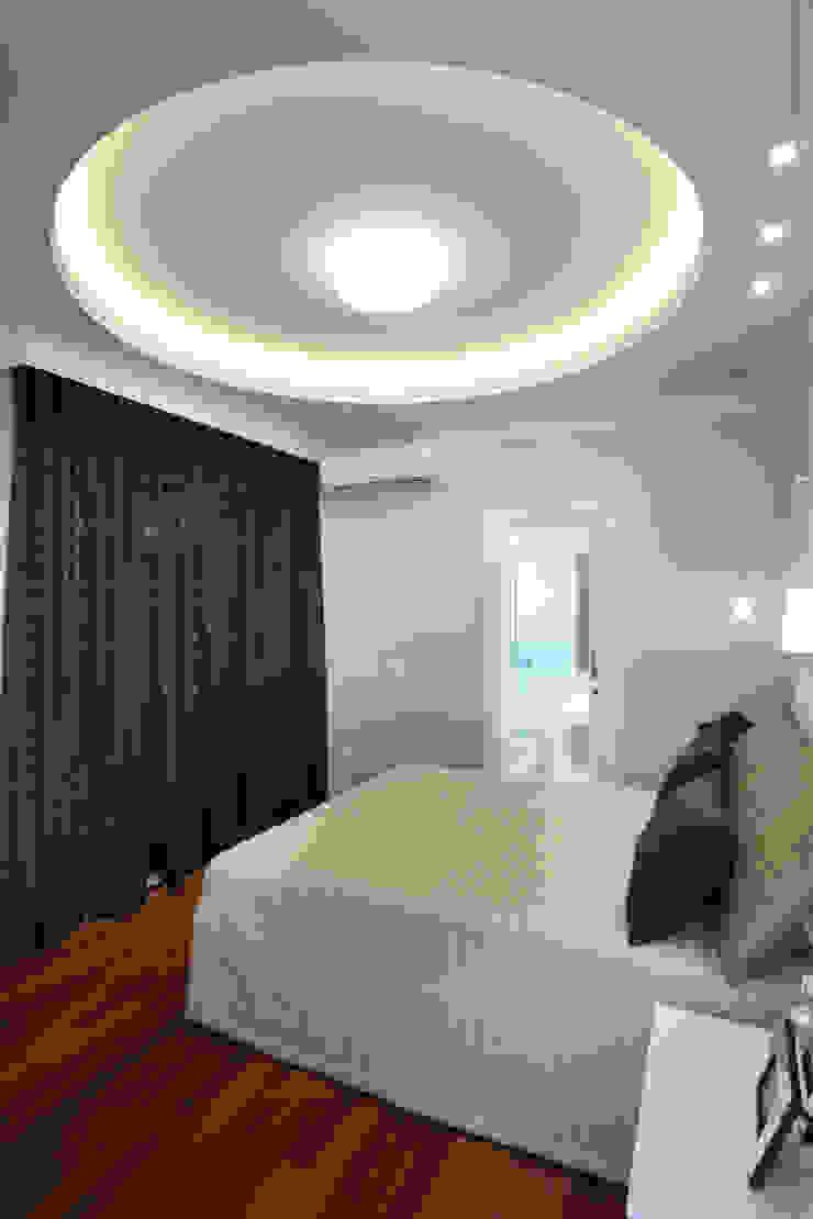 Casa Tamboré Quartos modernos por Arquiteto Aquiles Nícolas Kílaris Moderno