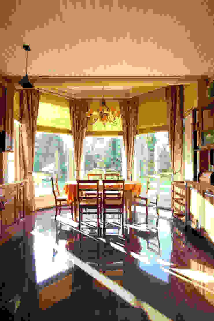 Загородный дом в Конаково Столовая комната в эклектичном стиле от Trubnikoff Hall Эклектичный