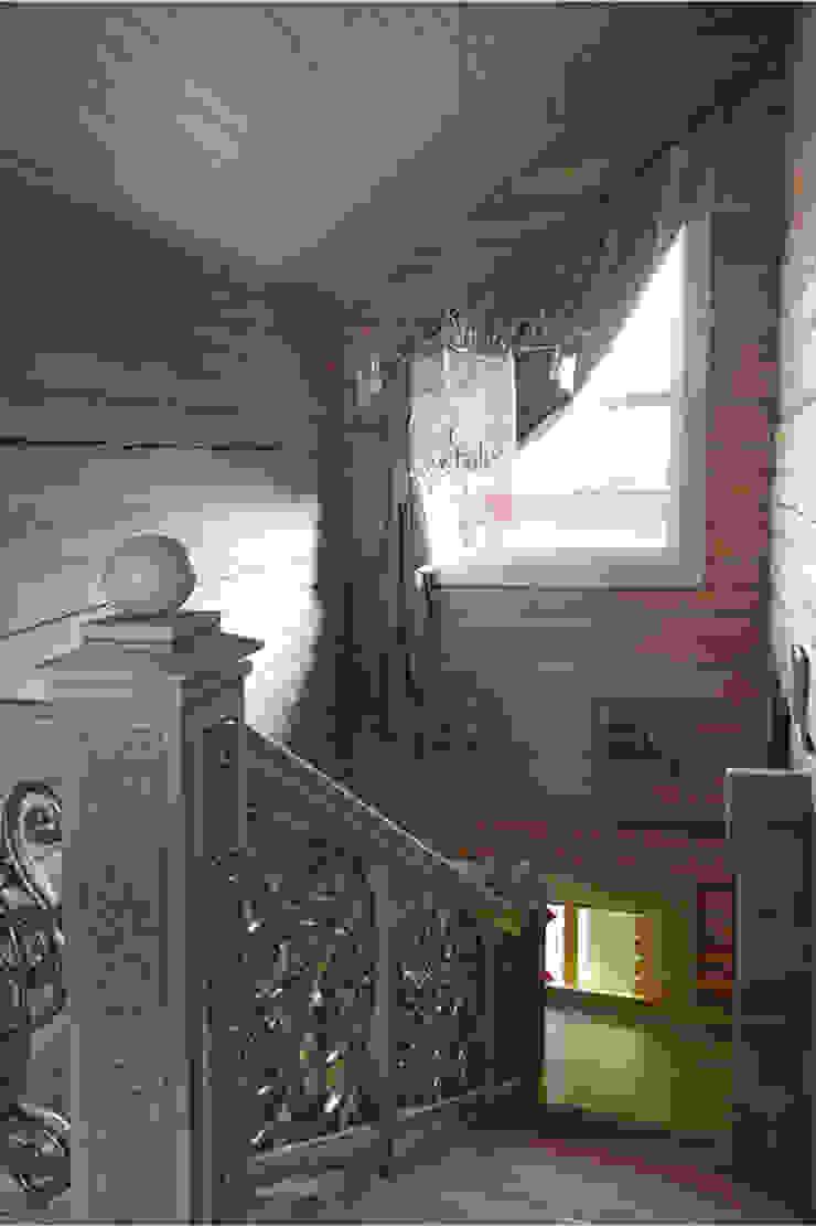 Загородный дом в Конаково Коридор, прихожая и лестница в эклектичном стиле от Trubnikoff Hall Эклектичный