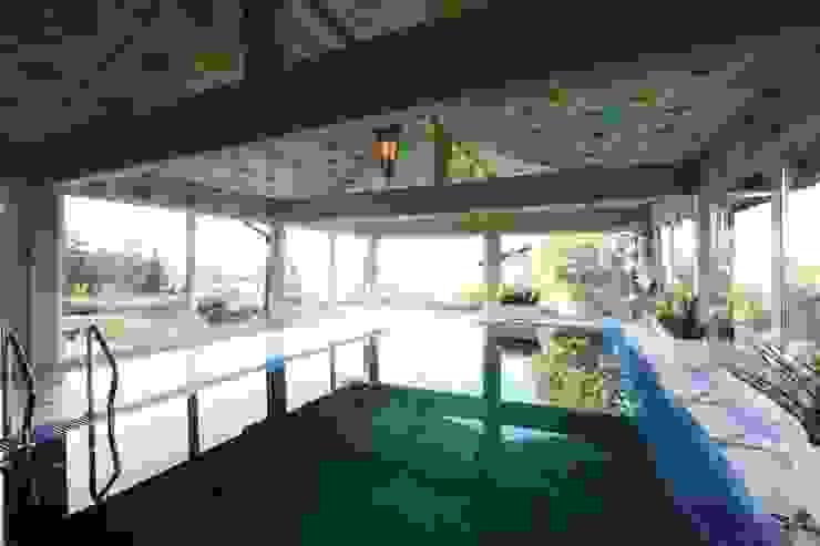Загородный дом в Конаково Бассейны в эклектичном стиле от Trubnikoff Hall Эклектичный
