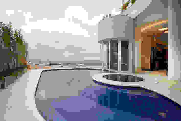 Casa Tamboré Piscinas modernas por Arquiteto Aquiles Nícolas Kílaris Moderno