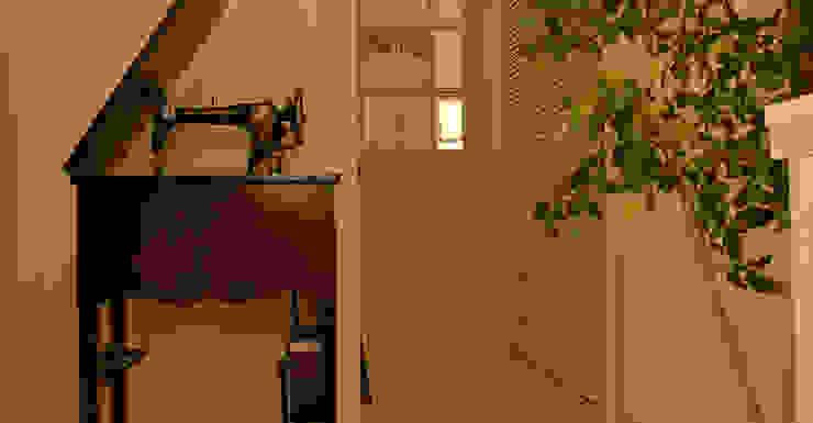 エントランス: VINTAGE-RENOVATION by masuoka-designが手掛けたクラシックです。,クラシック