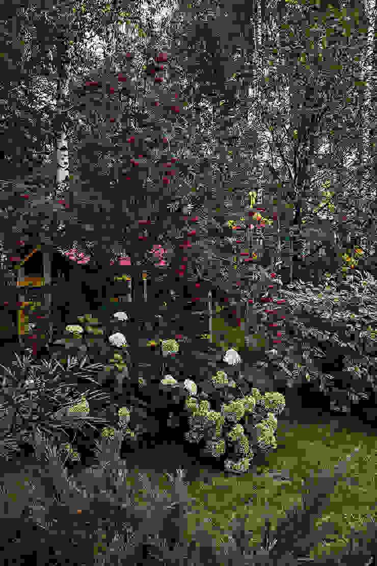 Дом Сад в классическом стиле от Николай Карачев Классический