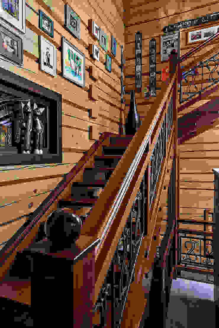 Дом Коридор, прихожая и лестница в рустикальном стиле от Николай Карачев Рустикальный