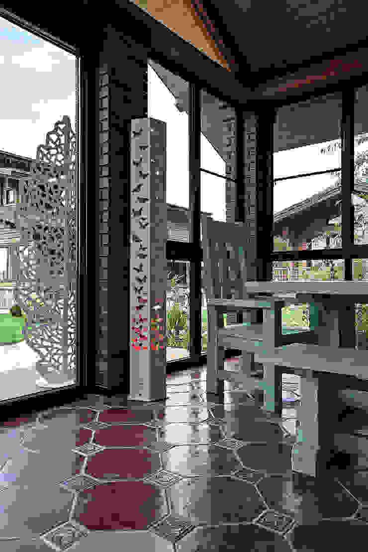Дом Балкон и терраса в классическом стиле от Николай Карачев Классический