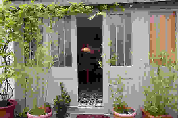 Duplex sur cour pour amateur de curiosité Fenêtres & Portes industrielles par Jean-Bastien Lagrange + Interior Design Industriel