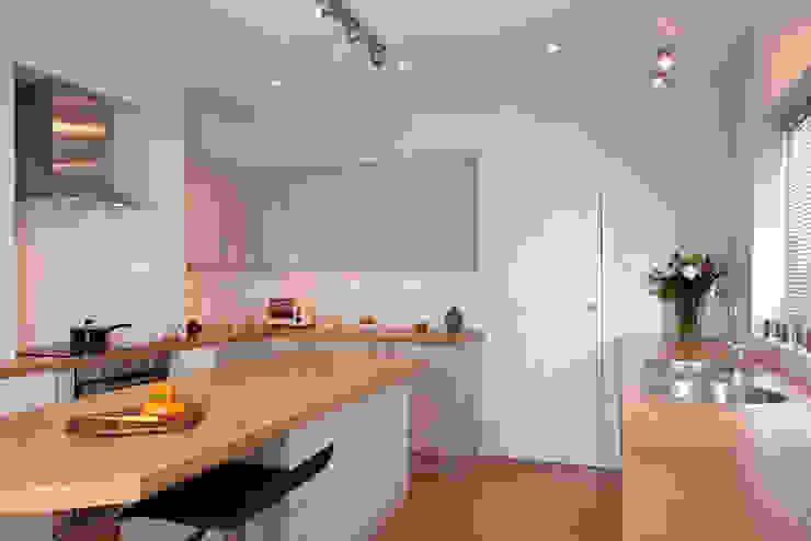 1880s refurbishment:  Kitchen by Etons of Bath,