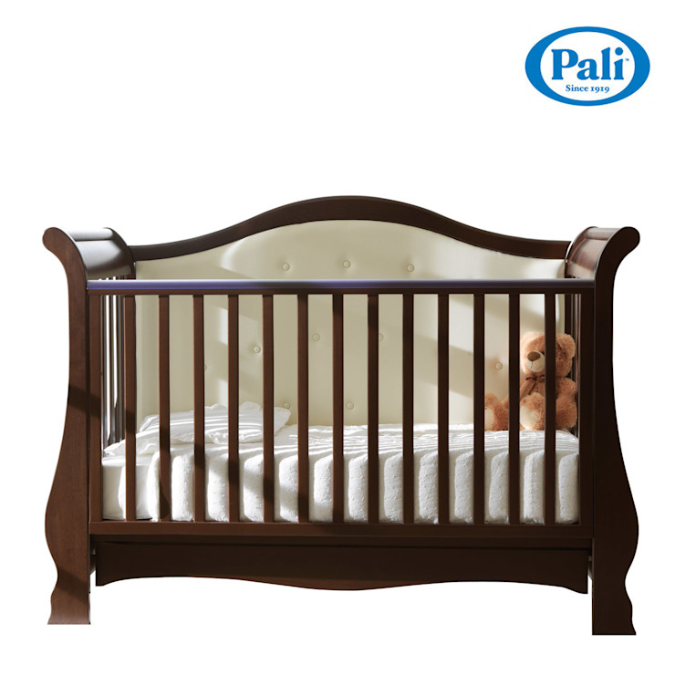 'Vittoria' baby cot by Pali: modern  by My Italian Living, Modern Solid Wood Multicolored