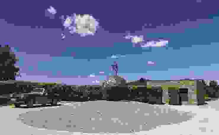 JENS. Reforma y ampliación de antigua masía en La Garrotxa, Girona (Costa Brava) VelezCarrascoArquitecto VCArq Jardines de estilo rústico
