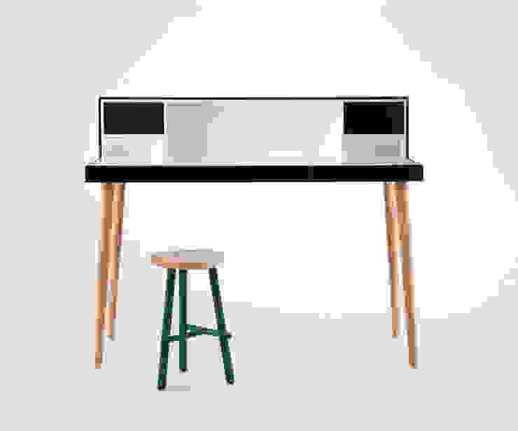 Bardino macht den Raum zum Musikzimmer: modern  von Livarea,Modern Holz Holznachbildung