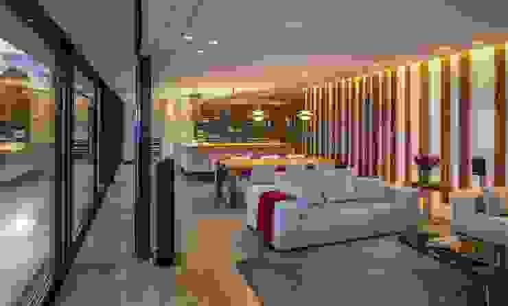 JENS. Reforma y ampliación de antigua masía en La Garrotxa, Girona (Costa Brava) VelezCarrascoArquitecto VCArq Salones de estilo moderno