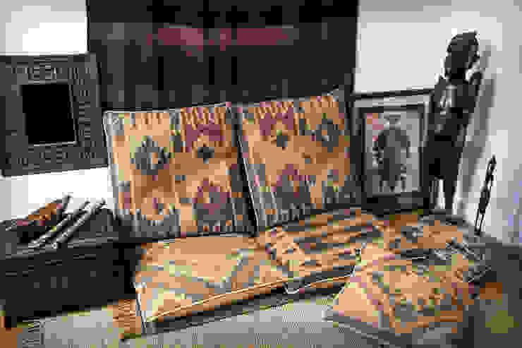Detalle decoración zona chill out en estilo rústico africano Salones rústicos rústicos de Buena Pieza Interiorismo Rústico