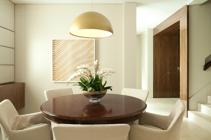 Dining room by Rafael Zalc Arquitetura e Interiores, Modern