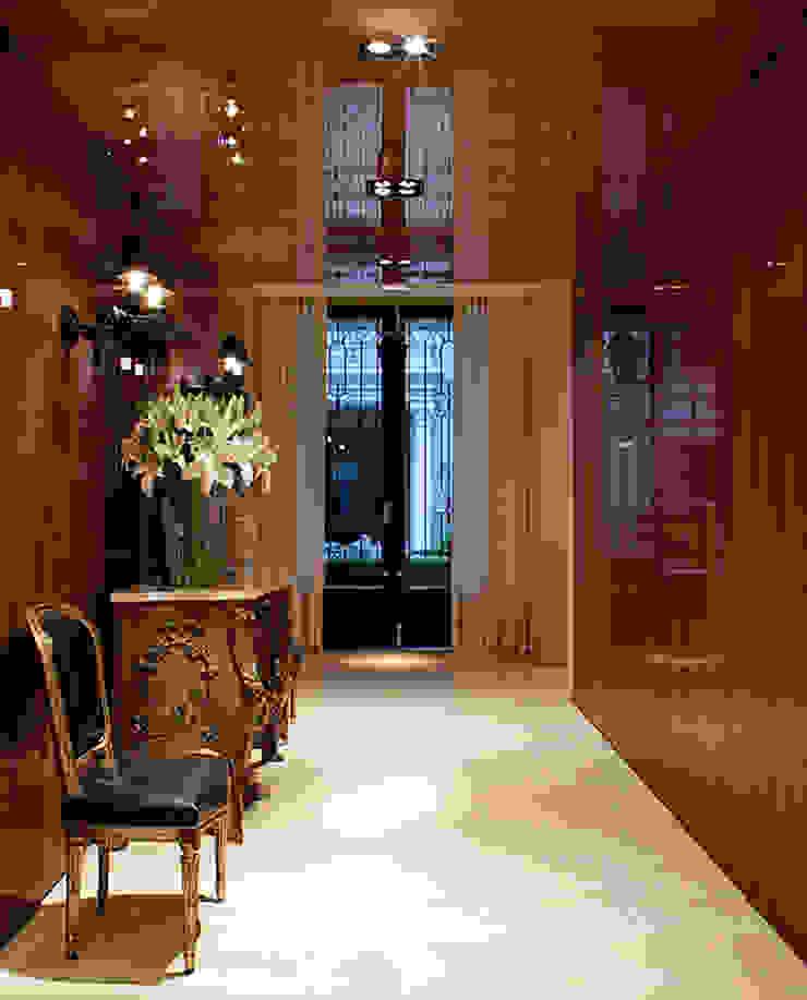 モダンスタイルの 玄関&廊下&階段 の Rafael Zalc Arquitetura e Interiores モダン