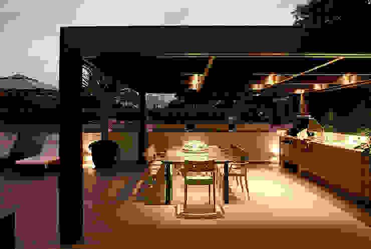 Casa Ibirapuera Varandas, alpendres e terraços modernos por Rafael Zalc Arquitetura e Interiores Moderno