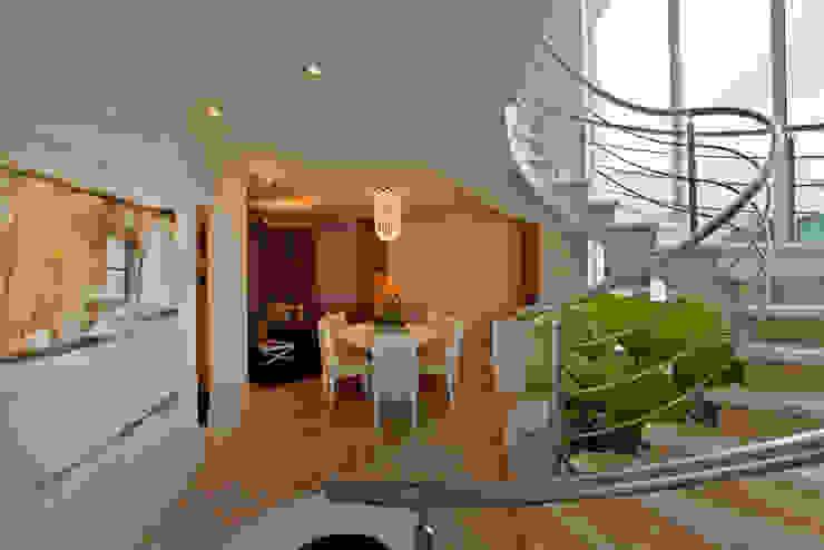 Casa Parque Salas de estar modernas por Designer de Interiores e Paisagista Iara Kílaris Moderno